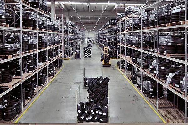 Große Lager, schnelle Logistik und Komplettradvielfalt als Basis